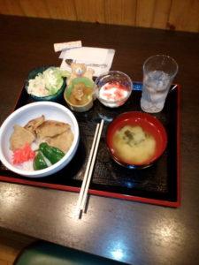 カフェスペース昼食は、豚丼でした。